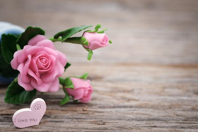 Loving Romantic Love Status  in Hindi For Facebook Whatsapp